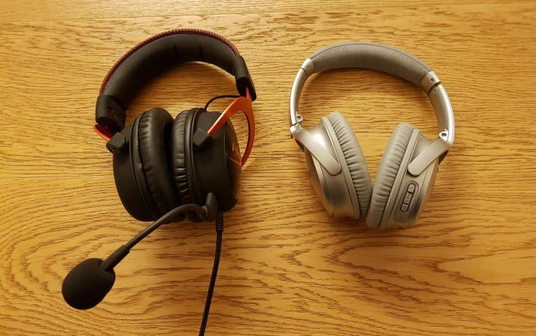 Compare size of gaming headset and bluetooth headphones