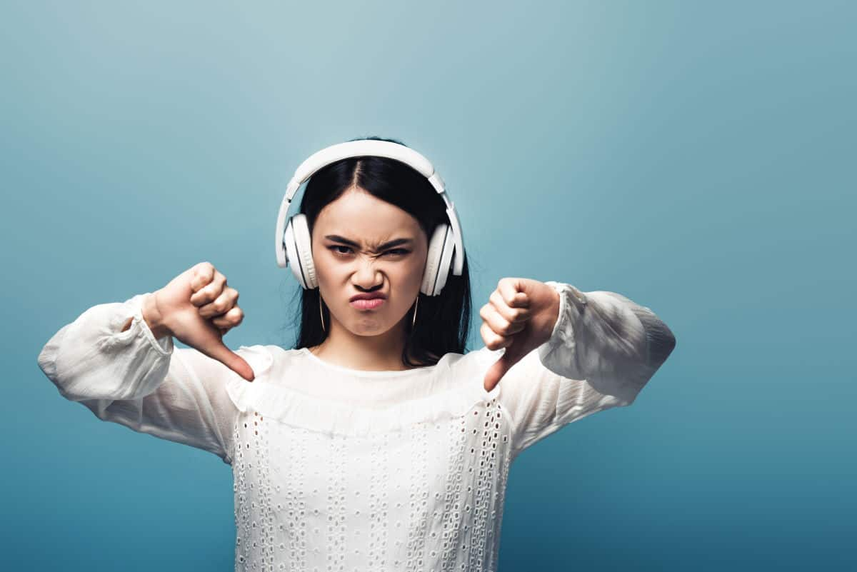 Woman angry about her buzzing headphones